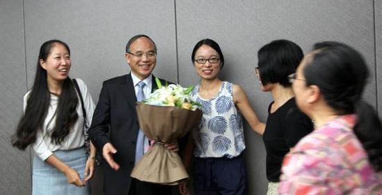 著名翻译家许钧(左二)2016年受聘浙大文科资深教授