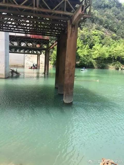 竹筏撞击桥墩的位置