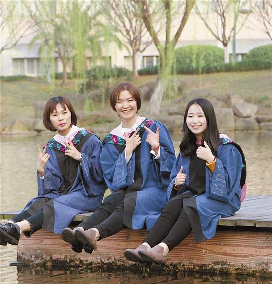 左至右:王婉茹、杨玉舒、杨文婷