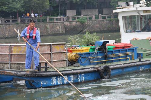 """图为运河""""美容师""""杨刘宝。主办方供图"""