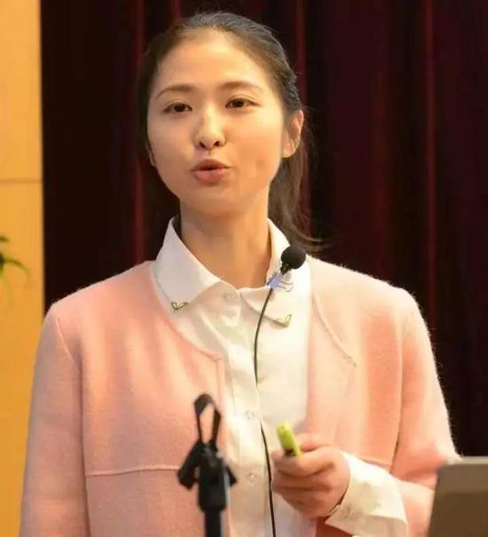 颜璟婷参加医院健康教育宣讲比赛