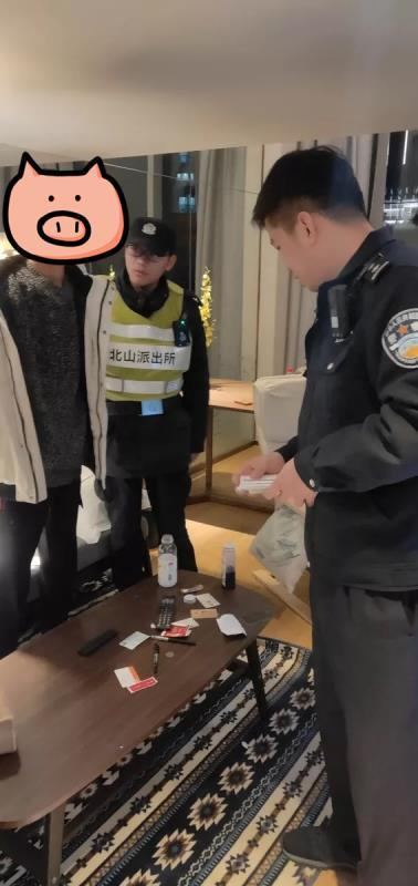 两少年从西安来杭州连拆9辆豪车后视镜 留下字条勒索
