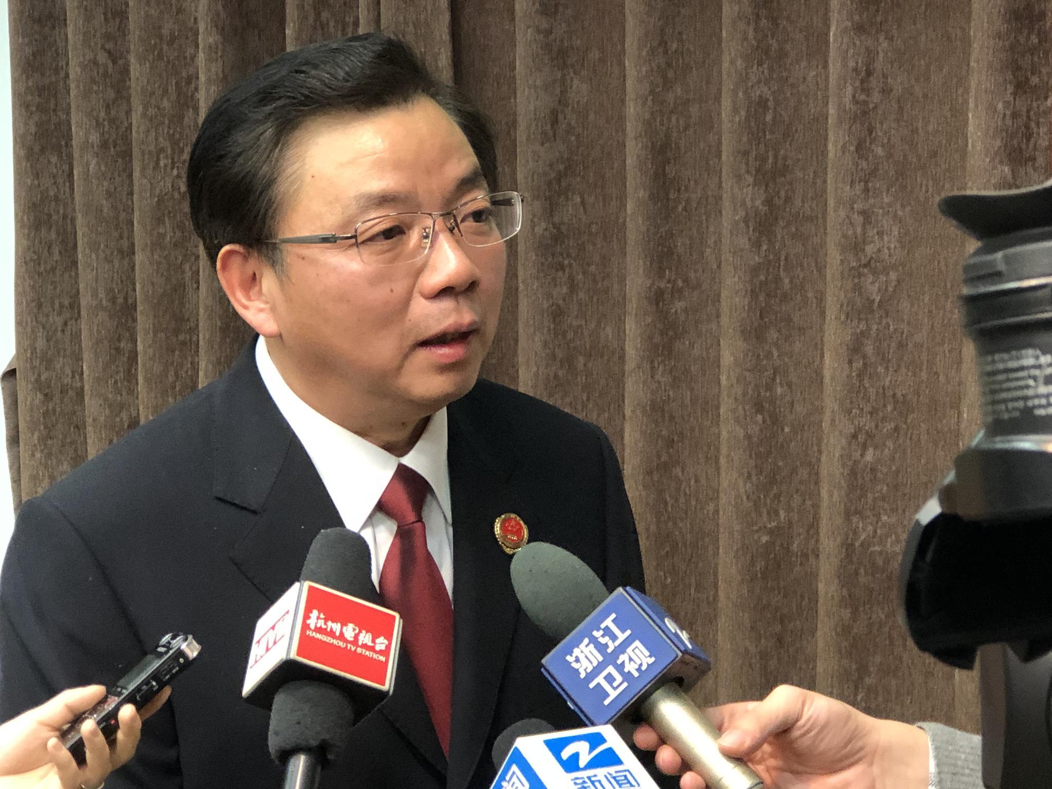 省检察院副检察长王祺国接受媒体记者采访