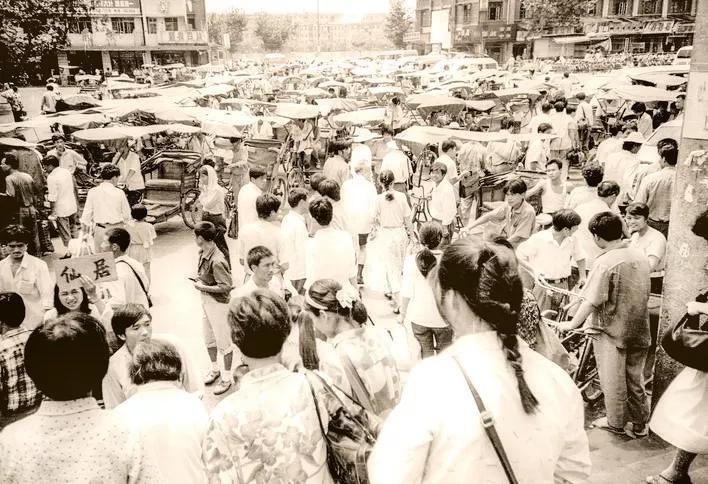 1993年,金华火车站站前广场