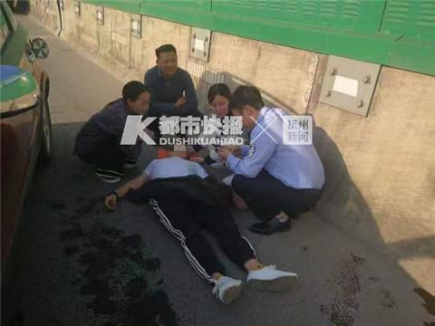 杭男子驾车高速上撞护栏当场昏迷 两名女孩路过救人