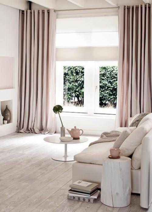 4、选择通透感强和矮一些的家具和摆设,避免太过高大和厚重。
