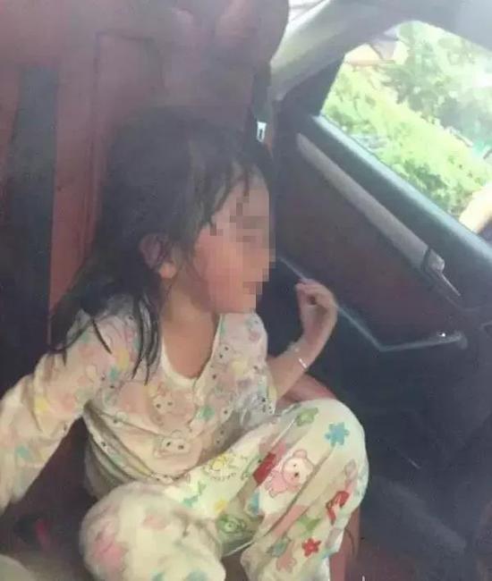将小孩独自留在车内有多危险?