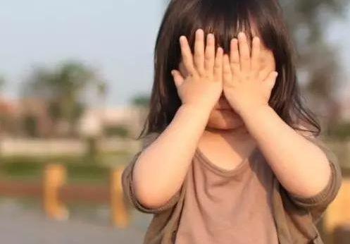 医生提醒:青少年视力无故下降明显 要警惕圆锥角膜病