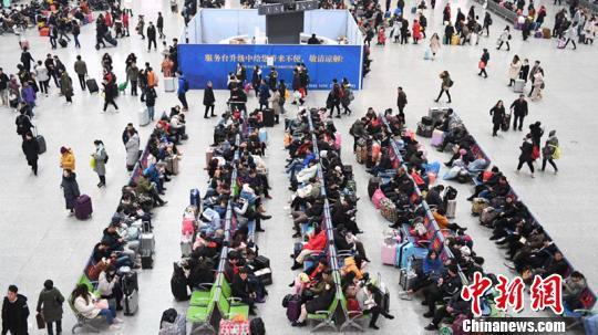 图为杭州东站。 张煜欢 摄