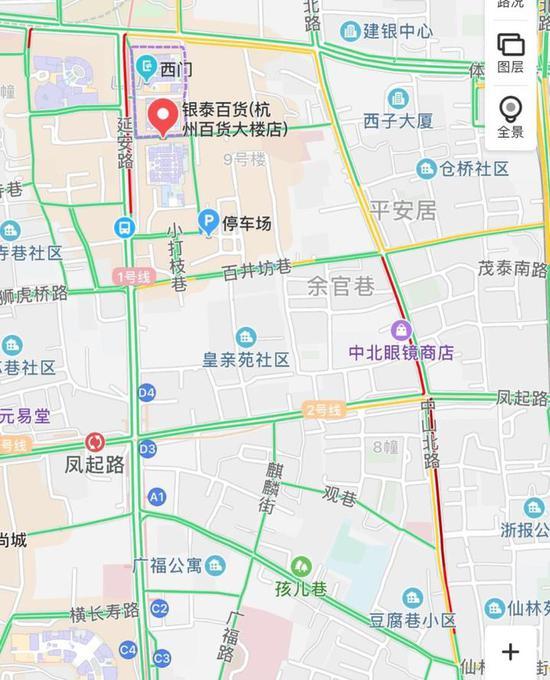 """▲图说:下午3点不到,武林银泰门口、中山北路,都是""""红红""""的。"""