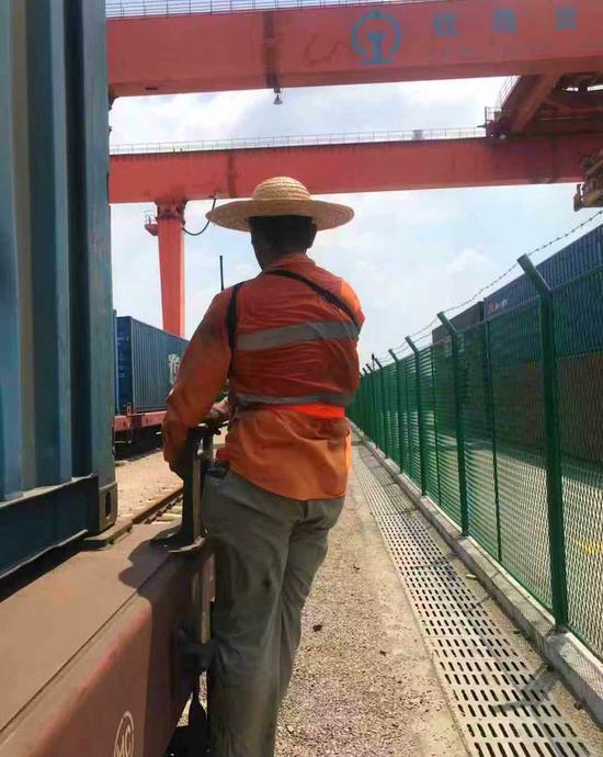 义乌西站连接员 金华车务段提供