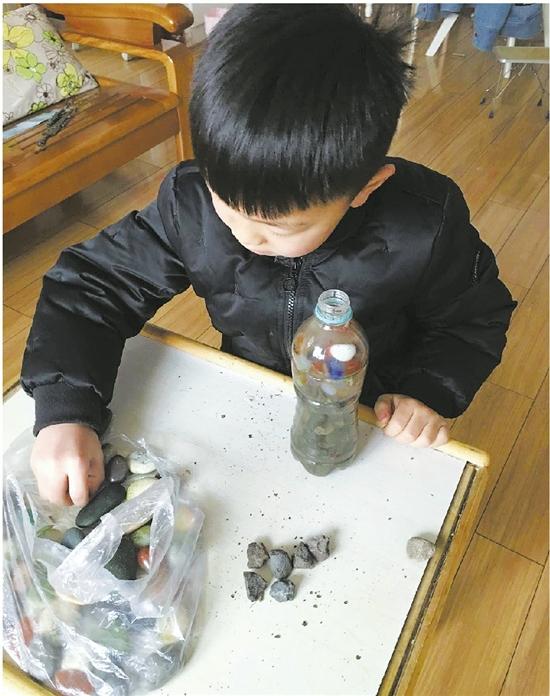吴乐乙在做实验