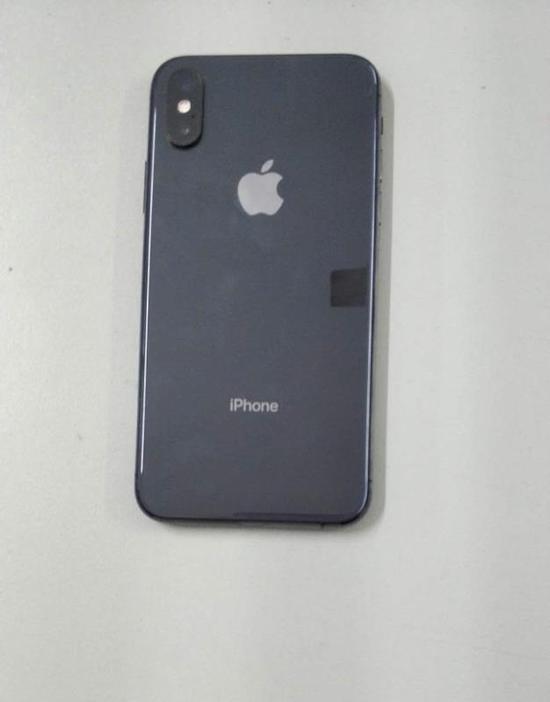 图为:被偷的苹果手机 黄岩公安供图