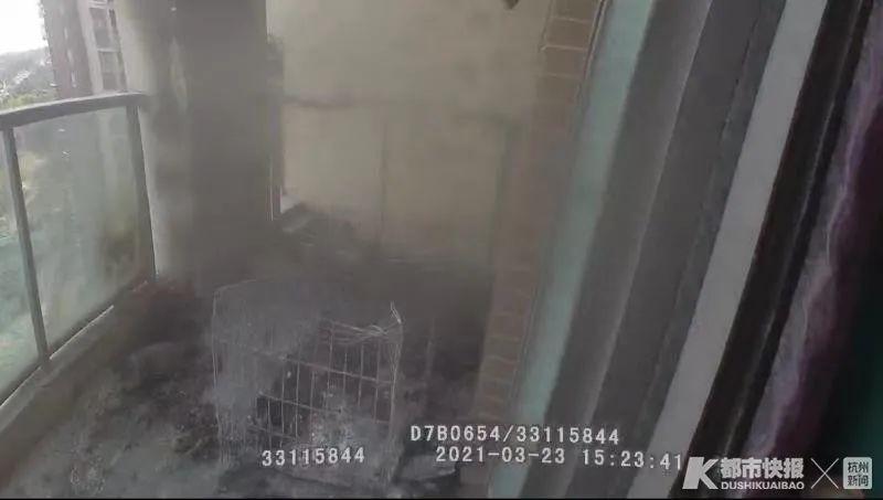 杭州一高層陽臺著火 女子圍觀結果發現燒的是自己家