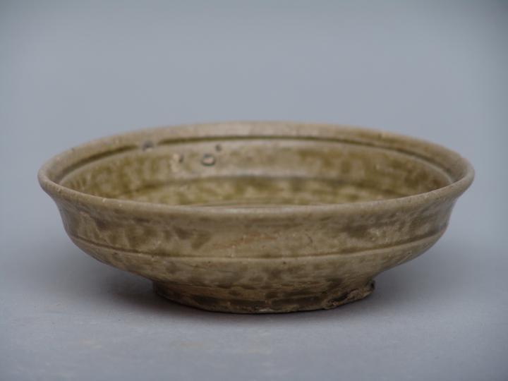 春秋时期烧制的原始瓷碗图片