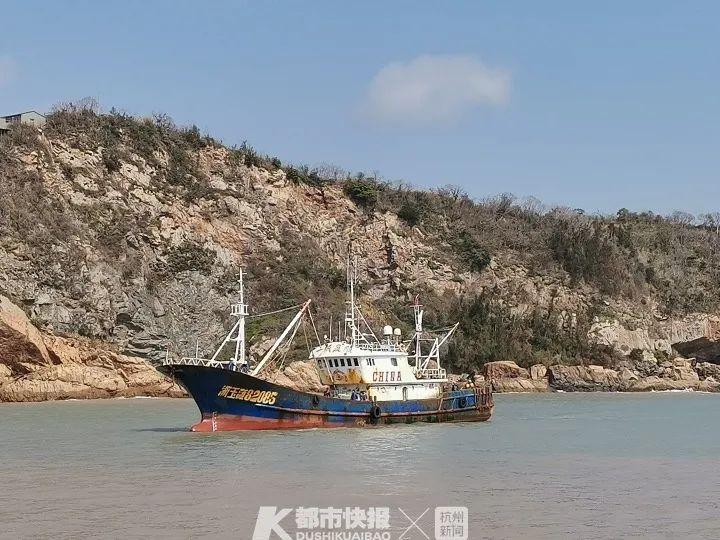 台州船老大驾驶渔船风浪里搏命 船员倒挂下海救5人