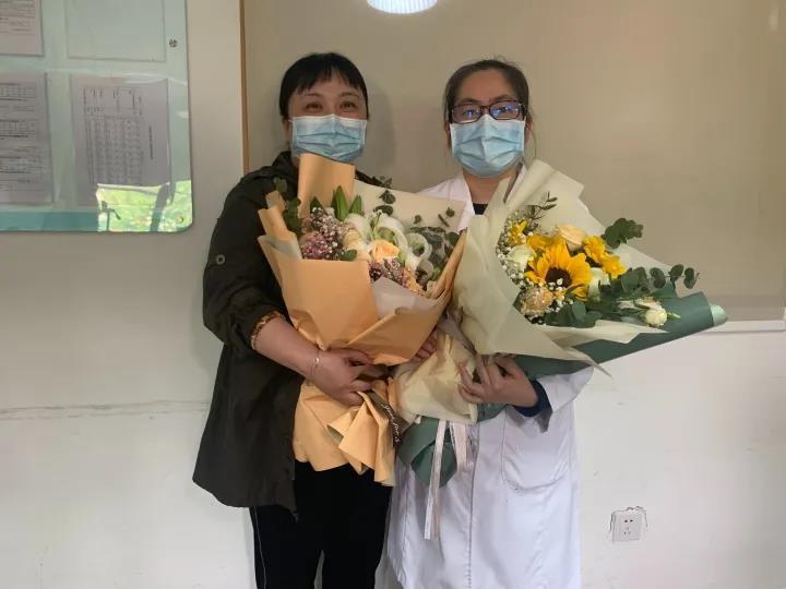 浙江一援鄂医生救治的武汉新冠肺炎患者来杭赴约