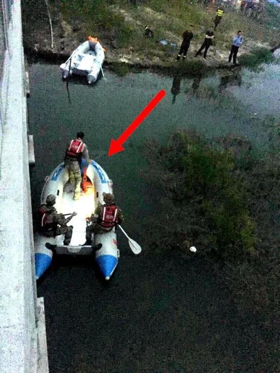 箭头所指为大致搜救到人的位置。
