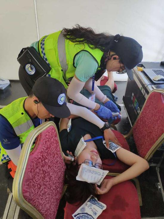 (陈敏华在宁波参与急救保障现场。资料照片)