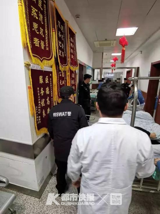 一时间,这支穿警服的护送小队在医院里颇为引人瞩目。