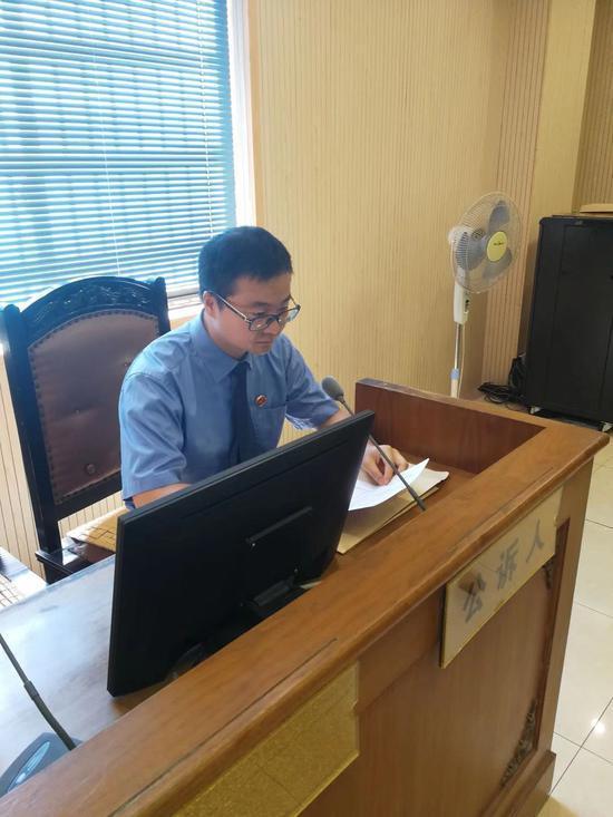 办案检察官。义乌检察院提供