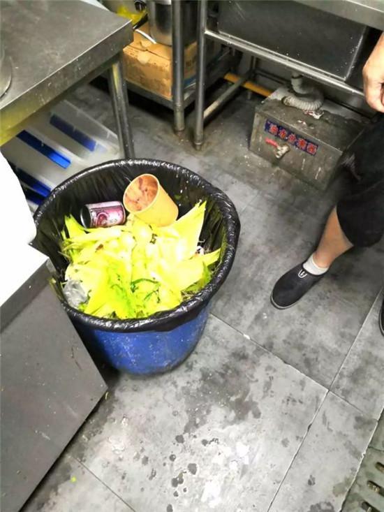 ▍垃圾桶未加盖这只是一个缩影。