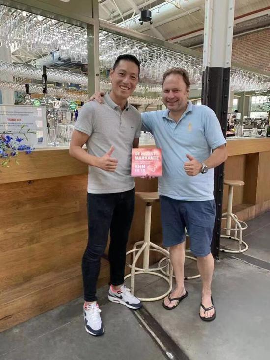浙江青田籍华人被评为阿姆斯特丹最杰出餐饮企业家 青统供图