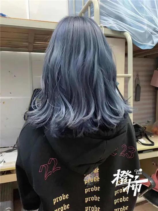 杭州有年轻人一周换一次发色 可能引起接触性皮炎