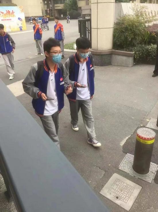 兄弟俩在杭州一所职高读高二