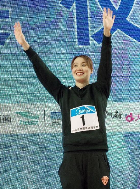 4月15日,傅园慧获得全国游泳冠军赛女子50米仰泳冠军。 新华社记者 曹阳 摄
