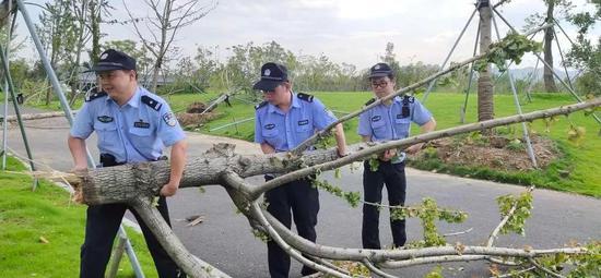 防御超强台风利奇马 路桥全警动员参与灾后重修工作