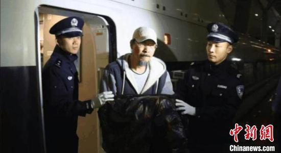 王晓平被抓捕归案。 拱墅检察 供图 摄