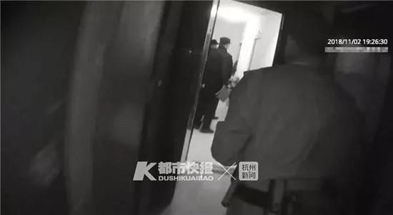 俞超杰立即将她抱下楼,并送往附近医院救治。