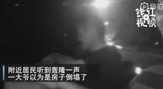 杭州京杭大运河上轰隆一声 货轮撞上了老德胜桥