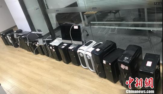 图为:警方缴获的赃物。台州温岭警方供图