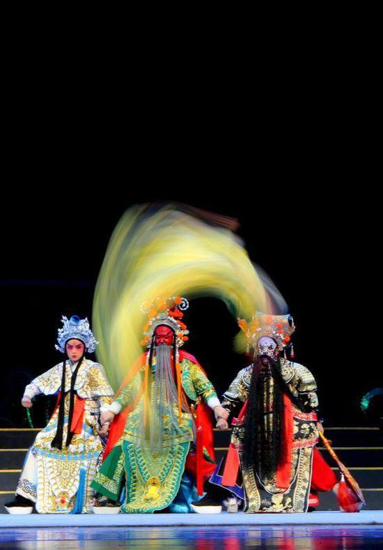 《岿然不动》丁黎明摄于中国婺剧院