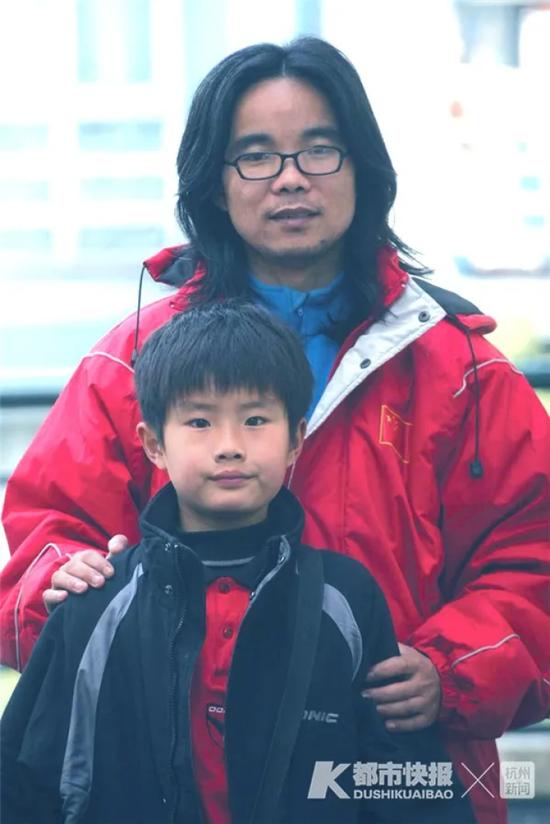 11岁和父亲合影