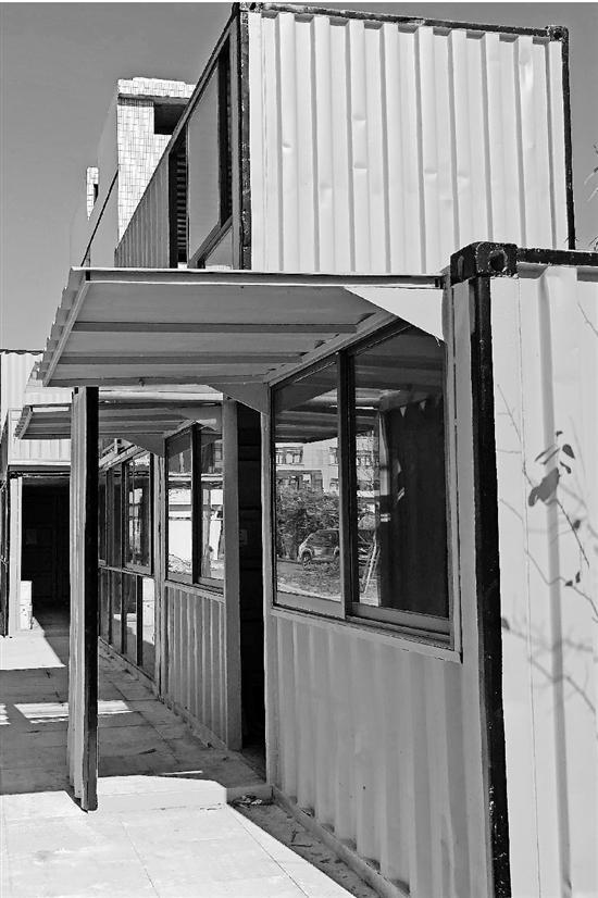 洋气的集装箱设计建筑。