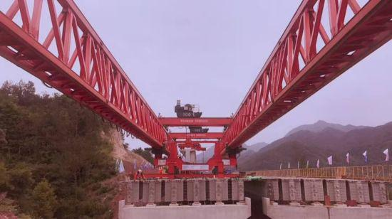 图为:杭绍台高速公路施工现场