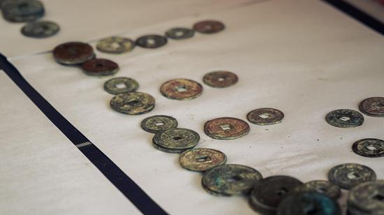 被发现的古钱币。杨立超摄