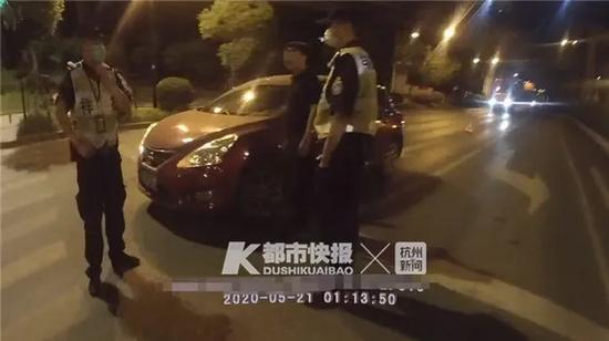 因一个绿灯引发争执 凌晨杭州一司机把别人车钥匙抢了