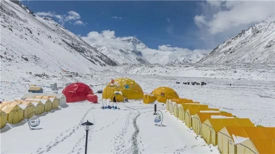 昨天拍摄的珠峰大本营(无人机照片)