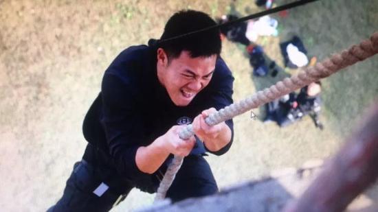 (柳欣波在训练攀登)
