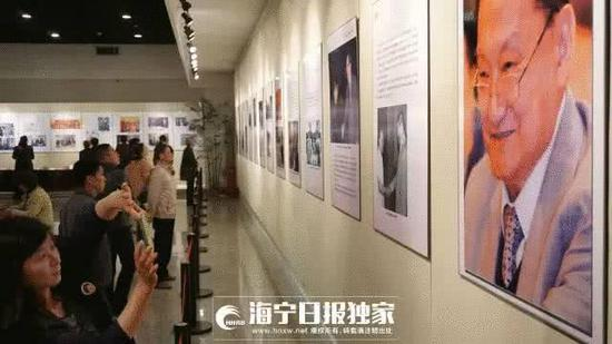 △金庸90岁 家乡在海宁博物馆举办了金庸展表达祝福。