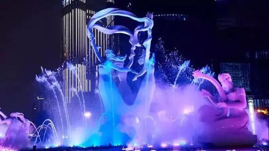 音乐喷泉:每晚19:30、20:30各一场,每周五周六晚21:00加演一场。