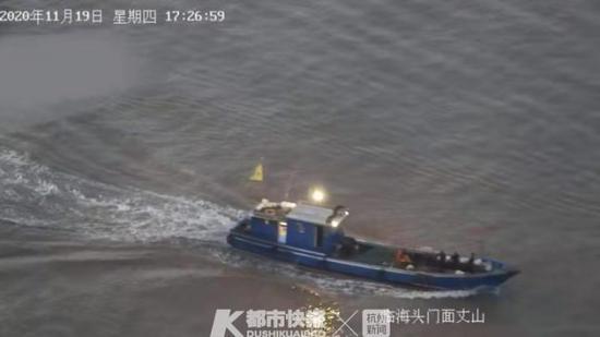 一渔船在台州头门水域沉没9人落水 台海天网显神威