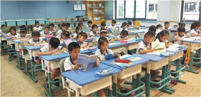 学后托管的孩子们自主阅读、自主作业