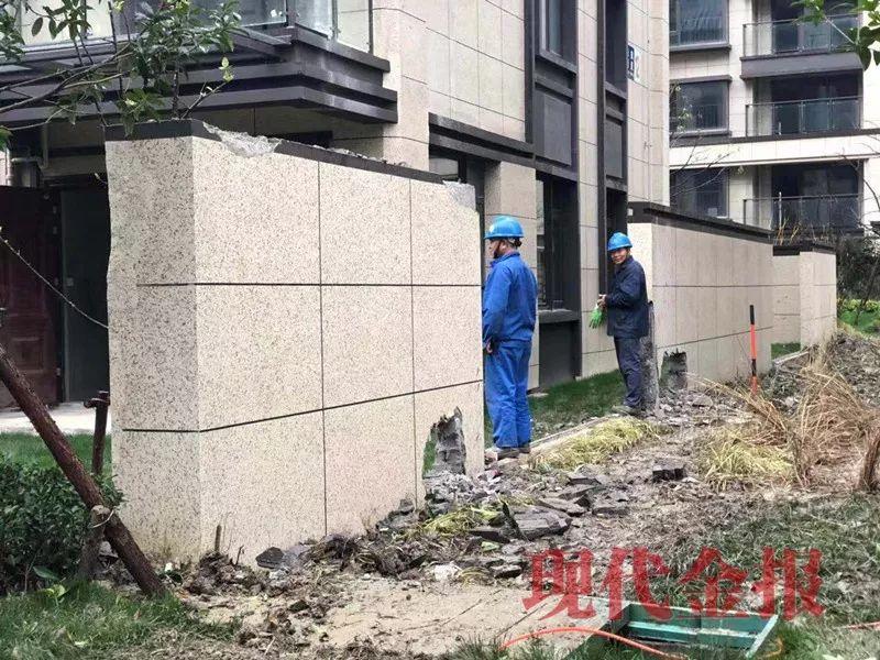 拆除已经造好的实体院墙