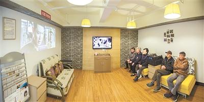 庆丰社区为老年人提供免费电影院服务