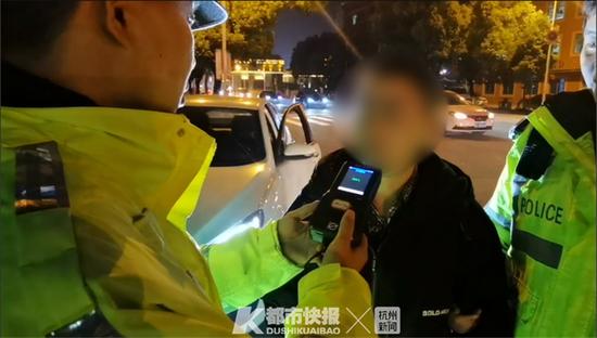 浙江一男子醉酒驾驶被抓 现场担心会影响女儿高考